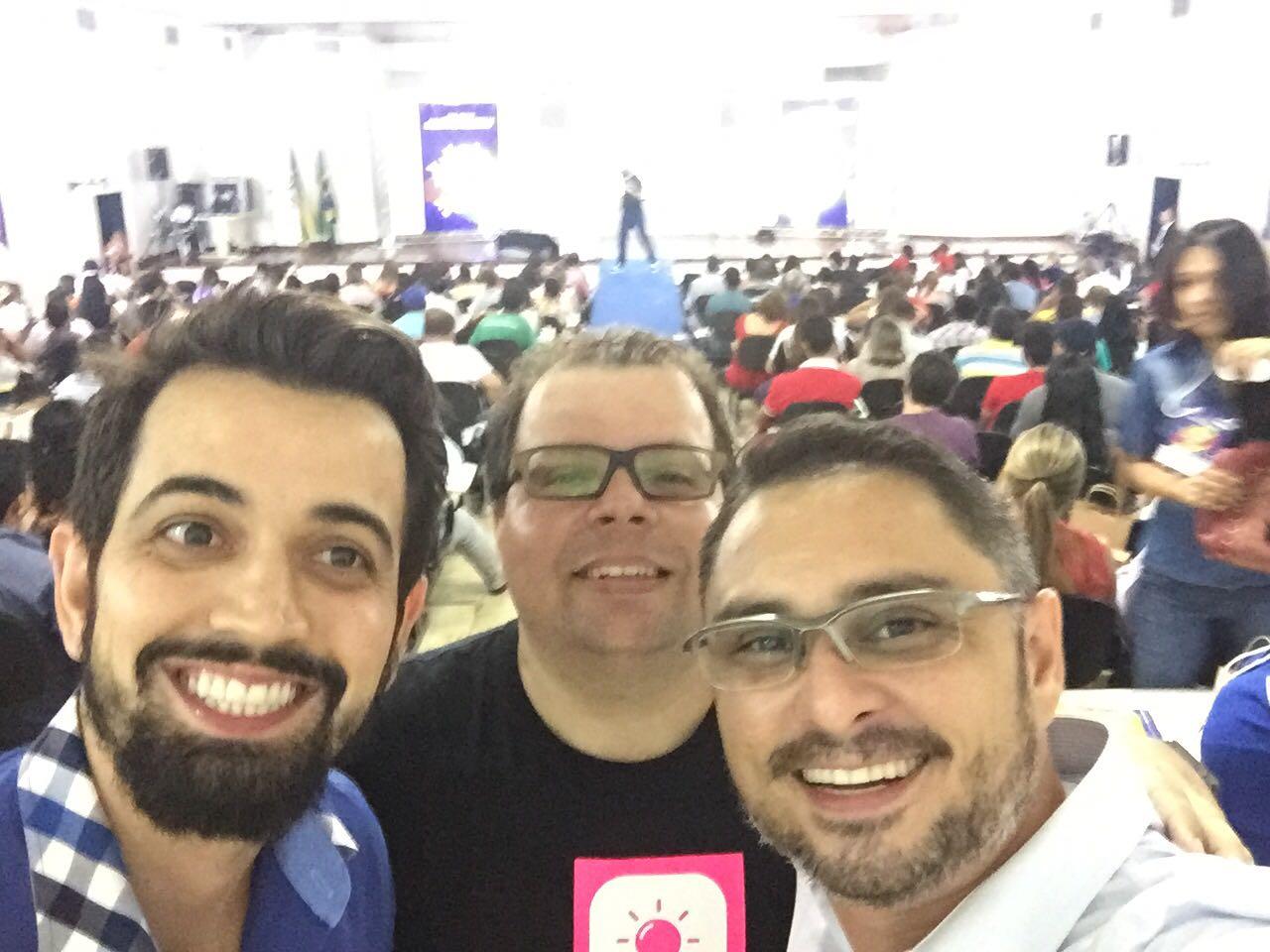 Enquanto eu (Leandro Branquinho) estava no palco, os palestrantes Fred, Emerson e Bruno fizeram esta selfie