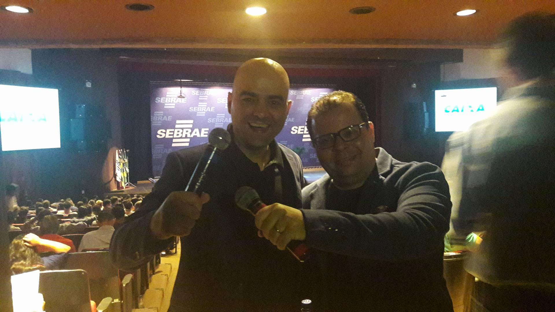 palestrantes Fred Rocha e Leandro Branquinho minutos antes de subirem ao palco