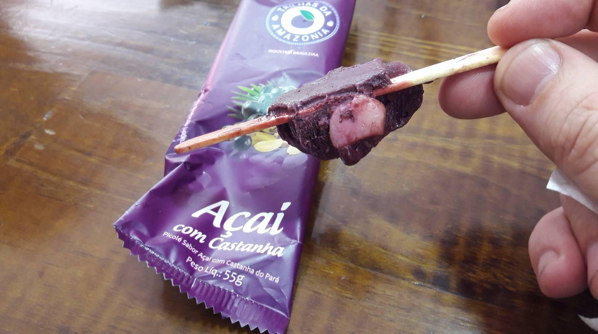Picolé de açaí com castanha do Pará