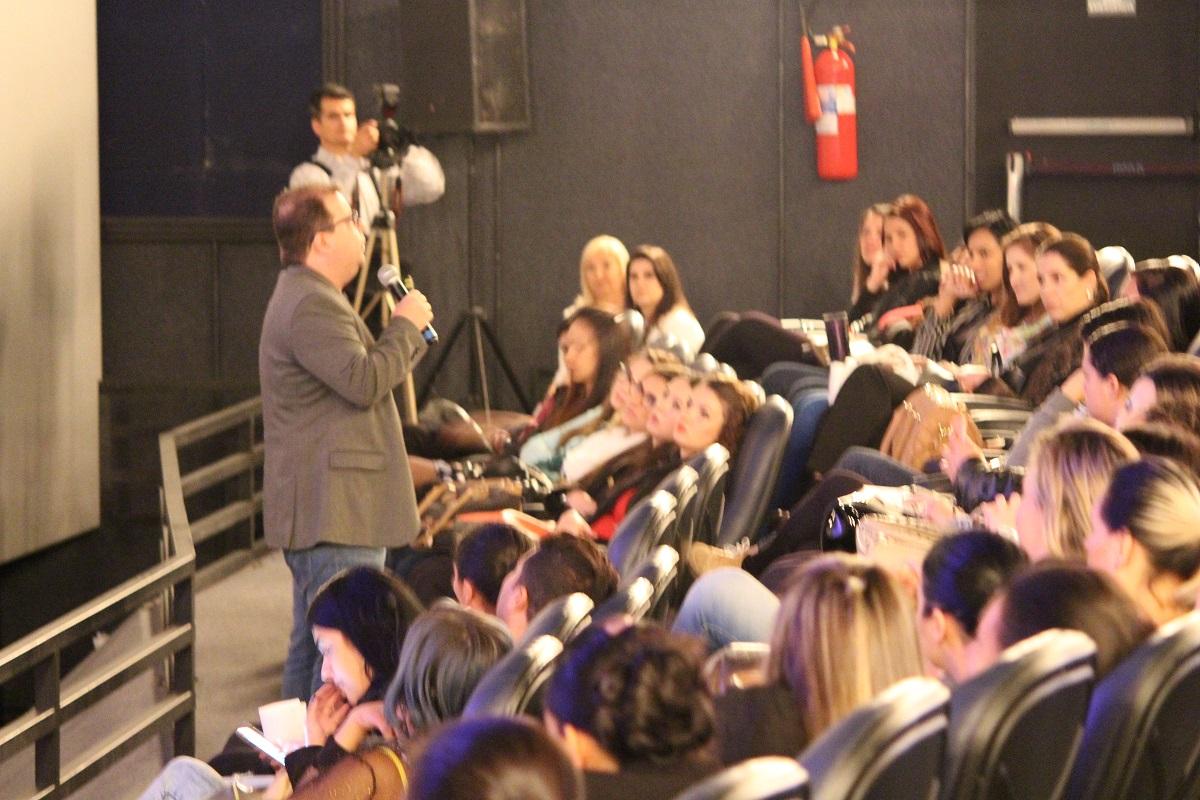 O evento começou com uma palestra do Fred Rocha