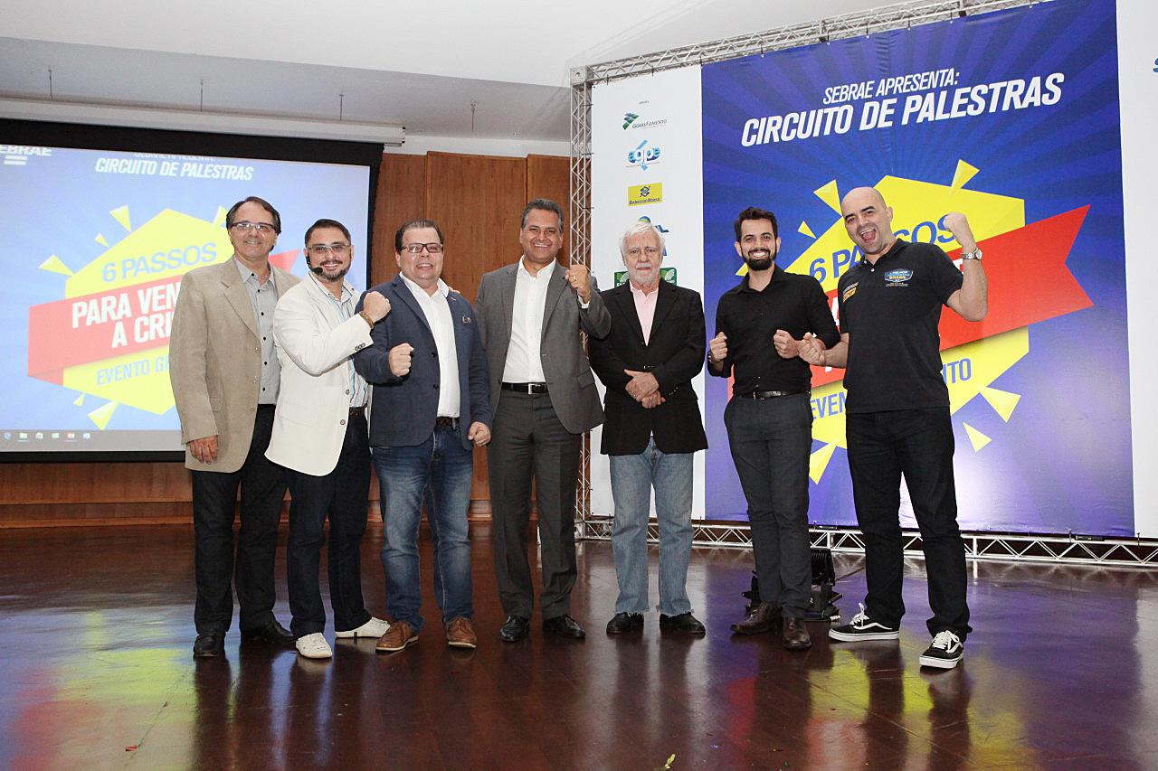 Foto oficial com todos os palestrantes Bruno, Fred, Igor Montenegro, Sr. Dinheiro, Emerson e Leandro Branquinho - Ops, faltou o Kepler nesta foto